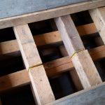 6x8 crib with aluminum plates.