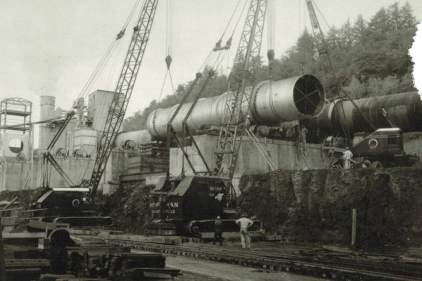 Mullins Rigging setting of 140 ton Kiln section – Kingston, N.Y.