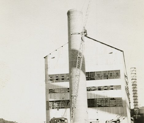 Mullins Rigging smokestack erection – circa 1930