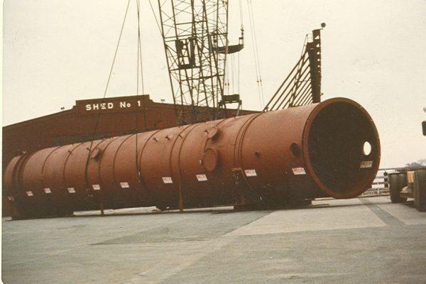 Mullins Rigging unloading and transport of distillation column – Albany, N.Y